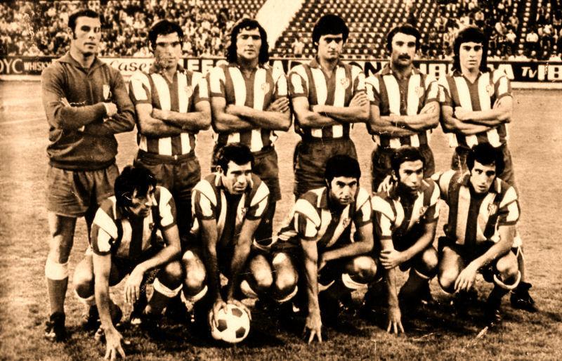 Atlético de Madrid. Reina, Melo, Ovejero, Benegas, Capón y Becerra. Abajo: Ufarte, Luis, Gárate, Bermejo e Irureta.
