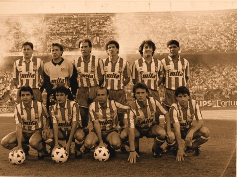Atlético de Madrid. Arriba: Sergio, Abel, Goicoechea, Baltazar, Futre, Donato. Abajo: Tomás, Manolo, Marina, Juan Carlos y Orejuela.