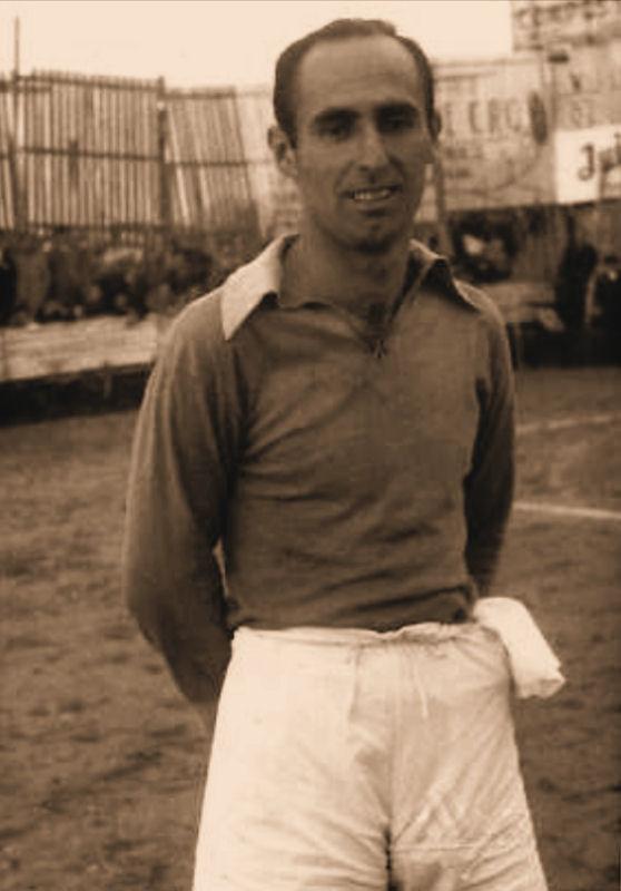 "(1945) Antonio Maceda Méndez en la ""Unión Deportiva Orensana""."